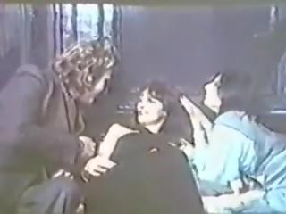 Suce Moi Vampire: Free Vintage Porn Video e0