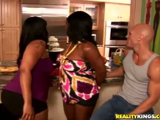 big butts mov, meer trio actie, hq zwart en ebony thumbnail