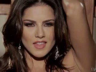 Big boobs pornstar Sunny Leone solo