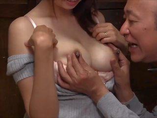 Мляко за стар мъж: кърмещи hd порно видео d8