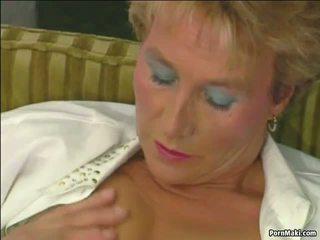 おばあちゃん tries アナル: おばあちゃん アナル ポルノの ビデオ 34