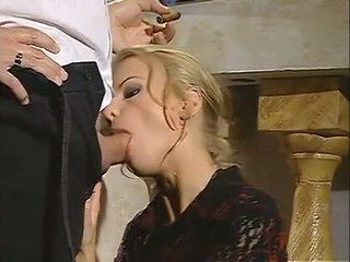 Príťažlivé blondýna dora venter