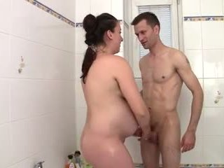 Preggo momen banged i den bathtub