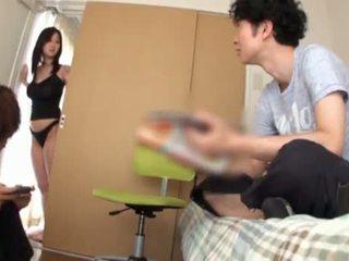 Miho tsuji gives un spagnoletta e has suo tette covered su su beside cumming