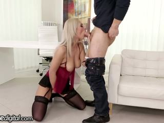 Czech MILF Creampied in Shaved Hole