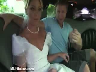 Groom gets freaky uz limo