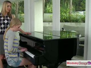 Musical maman échange foutre avec stepteen
