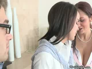 Milf eats son daughters chatte