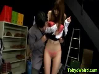 東方的 妓女 stripped 和 摸索