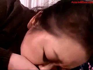 脂肪 成熟した 女性 giving フェラチオ のために 若い guy 精液 へ 口 spitting へ palm 上の ザ· カウチ getting 彼女の 乳首 sucked 上の ザ· ベッド
