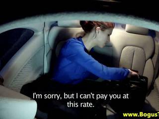 গন শৌখিন তরুণী চোষা উপর একটি taxi drivers বাইকের আসন