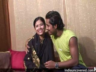 Primo sesso su camera per graziosa indiano e suo hubby