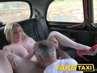 Faketaxi blond bombshell koos suur tissid gets ilus creampie sisse taxi