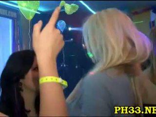 Sex orgia v the noc klub