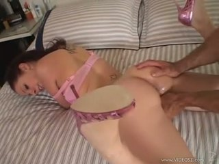 Gianna michaels gets a huge sik rammed down her throat while she sucks hard