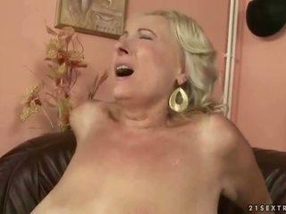 Голям бюст дебели баба чукане млад хуй