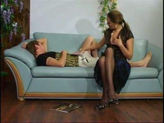 러시아의 성숙한 이모 와 젊은 소년.