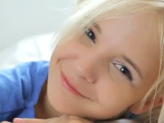 18yo blondie teasing en pose