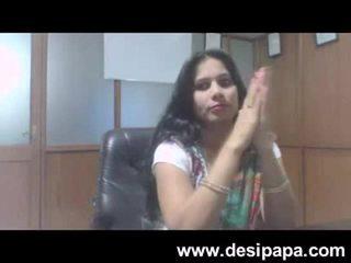 Indisk bhabhi kön bigtits sucked av henne basar i cabin mms