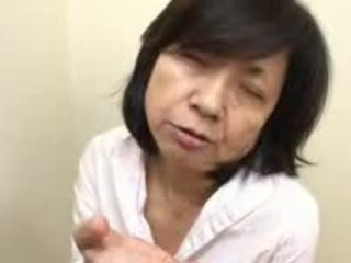 Japansk mamma sucks swallows & squirts
