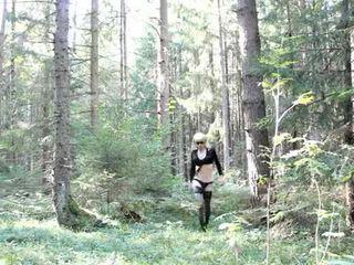 Lola spais crossdresser uz the mežs