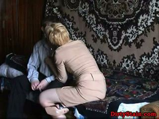 Lonely mam fuckes sons vriend in zelfgemaakt video-