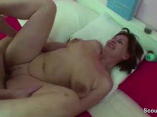 Mère surprit allemand garçon paluchage quand wake jusqu'à et obtenir baise