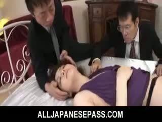 Rina koizumi heiß asiatisch modell im sexy strümpfe gets gefickt