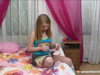 자위 onto 그녀의 divan