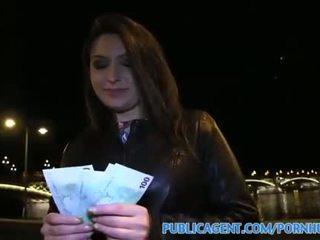 Publicagent akasha sesso sotto un pubblico bridge per nero haired pupa