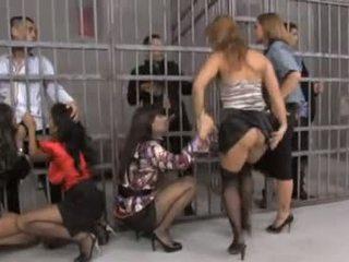 Jauks grupa orgija uz cietums