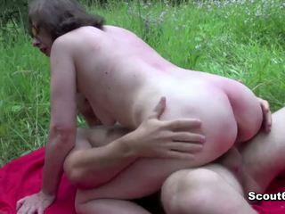 İşkence vakum oğlan çarpıcı penetran ve sikme tarafından genç boşalma örtülü