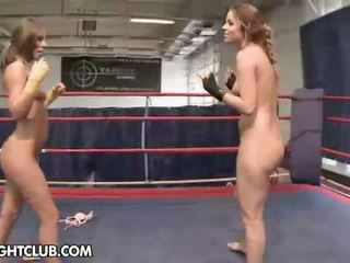 Nudefightclub dāvanas peaches vs debbie baltie