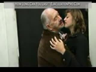 Donna fodido por sortudo an velho homem till ejaculação