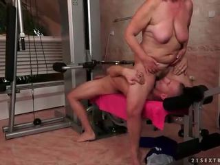 Old asu gets fucked hard in the gim