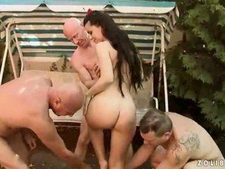 3 boys screwing en urineren onto ontzagwekkend harlot