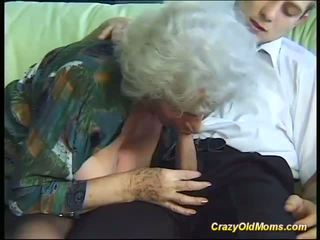 Krūtainas trakas vecs māte needs tikai svaigs stiprs cocks