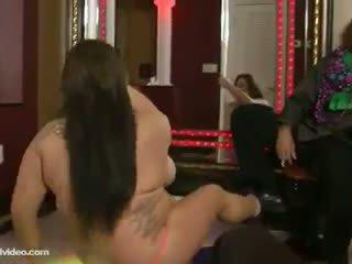 Lielas skaistas sievietes pusaudze stripper molly howard fucks klubs owner par darbs