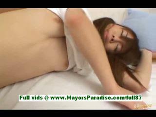 Ami hinata à partir de idol69 adorable japonais fille en lit gets son chatte licked