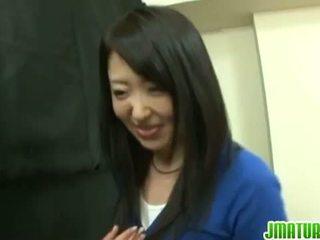 Japansk modnes: japansk eldre kone gets knullet hardt i den spill.