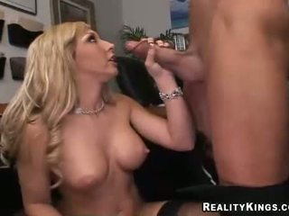 Blondine rondborstig jessica lynn blows een ma holeive meat ramdick