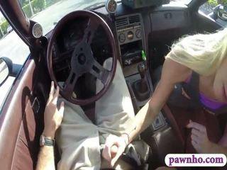 Kinky amateur blondine tramp sells haar auto sells haarzelf