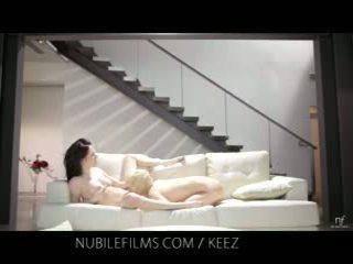 Aiden ashley - nubile filmas - lesbiete lovers dalīties saldas vāvere juices