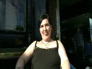 Wanita gemuk cantik amatir pipis di masyarakat