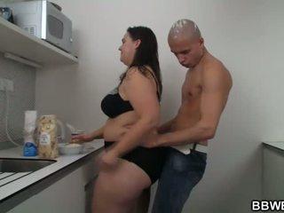 Horký velké krásné ženy pohlaví na the kuchyně