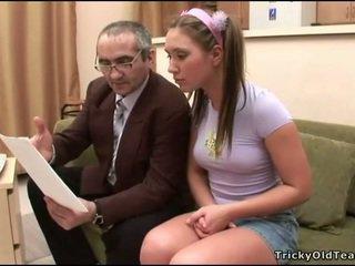 Vovvenutformar knull med läraren