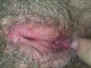 Licking sie haarig, feucht, oma muschi