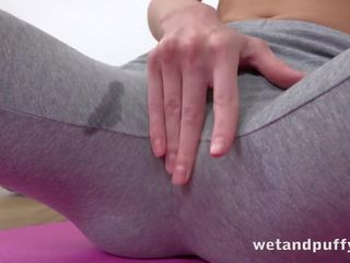 Wetandpuffy - gina gerson aka doris ivy masturbates met een glas dildo