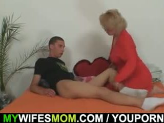 Mother-in-law fucks ju syn v zákon