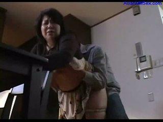 Cycate tłusta mamuśka giving robienie loda na guy rubbing kutas z cycki